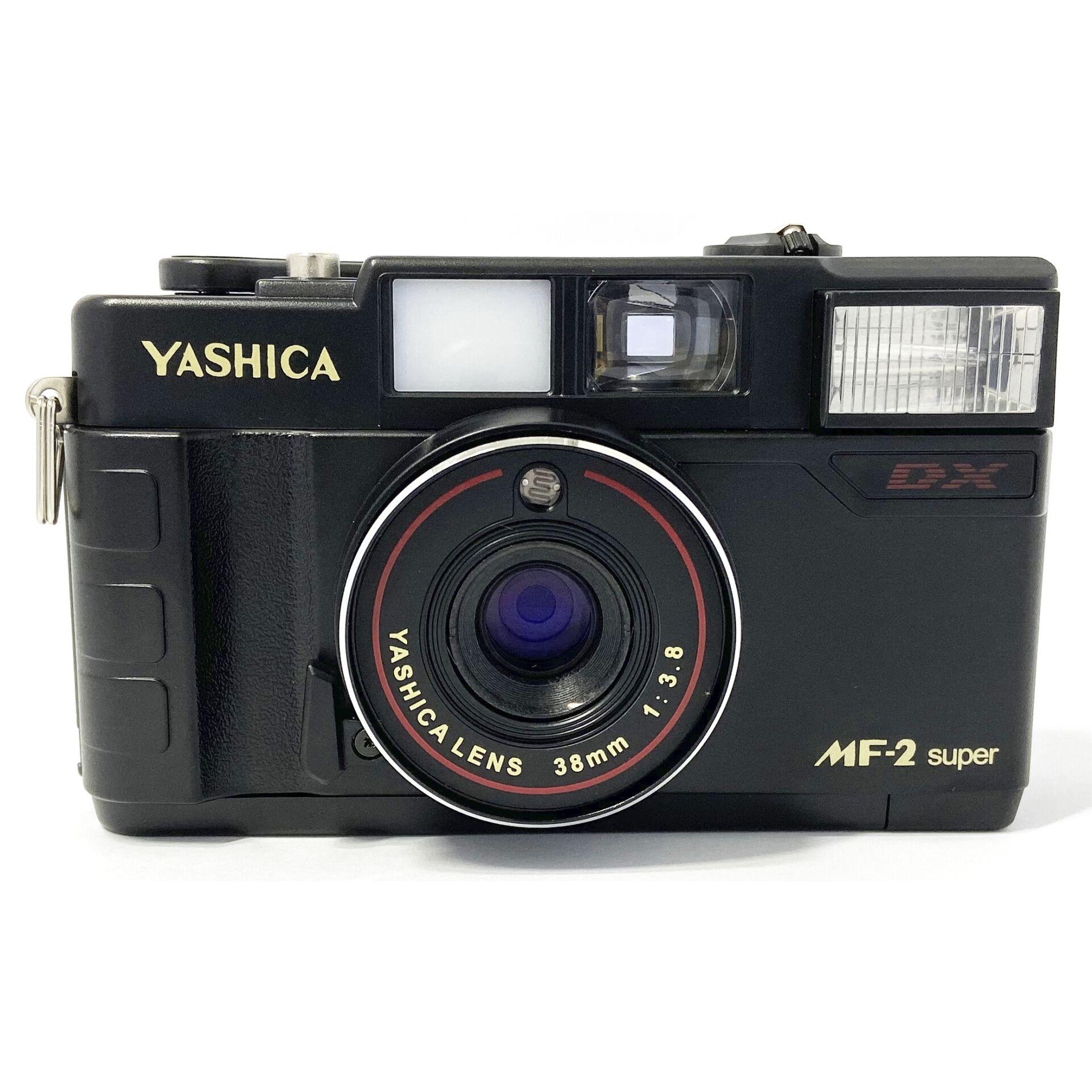 Yashica MF2 super Set mit Film, Batterie und Tasche